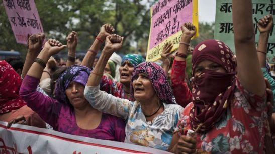 1315. 'Ser una mujer de la casta dalit en la India significa ser la esclava de los esclavos'