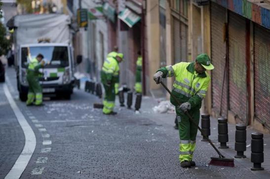 1364. La limpieza viaria privatizada sale un 71% más cara que la municipal