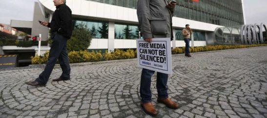 1420. Policía turca inicia una redada contra periodistas