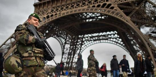 1488. France - «Test décisif» en matière de liberté d'expression, avec de très nombreuses arrestations dans le sillage des attentats