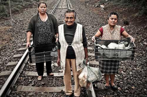 1559. Las Patronas - hace 20 años mujeres mexicanas ayudan a migrantes indocumentados
