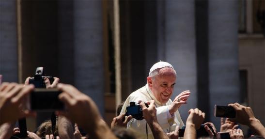 1581. Papa Francisco compara personas trans con armas nucleares - 'No reconocen el orden de la creación'