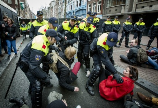 1597. Student protests escalate in Amsterdam
