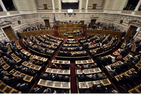 1633. El Parlamento griego aprueba, por unanimidad, exigir a Alemania reparaciones por la ocupación nazi