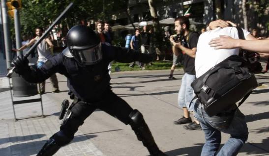 1850. 10 policías detenidos al pelearse a botellazos y puñetazos en un bar de Ceuta, entre ellos cinco antidisturbios