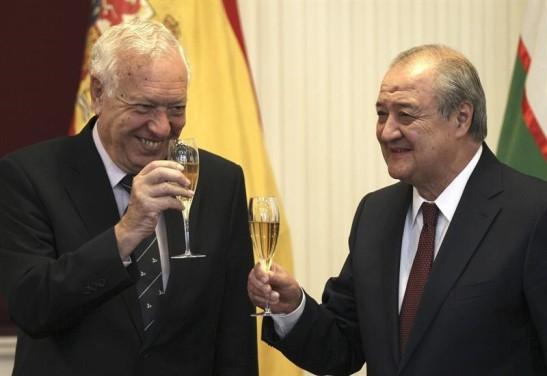 1900. La diplomacia económica de Margallo mendiga contratos entre 'lo peor de lo peor' de los tiranos del planeta