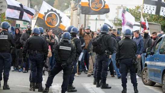 ©PHOTOPQR/LE TELEGRAMME ; PHOTO FRANCOIS DESTOC / LE TELEGRAMME PONTIVY (56) : Environ 200 personnes du parti d'extrême droite breton ADSAV ont manifesté. Plusieurs personnes ont été prises à partie dont des journalistes, des antifaf et des personnes de couleurs. (MaxPPP TagID: maxnewsworldthree877914.jpg) [Photo via MaxPPP]