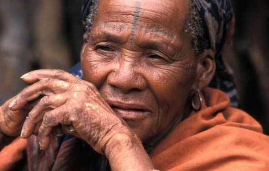 2021. Botsuana - los bosquimanos sufren las consecuencias de la minería de diamantes