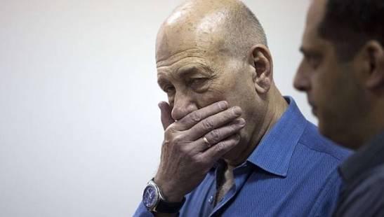 2049. Ehud Olmert, el primer jefe de Gobierno israelí que va a prisión