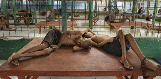 3034. Cadenas, abusos sexuales y descargas eléctricas para 'tratar' a enfermos mentales en Indonesia